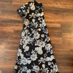 Gorgeous L black and silver floral Elegant Carly